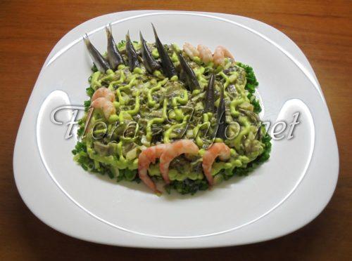 салат из морской капусты и сельдью